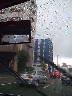 雨すごいね